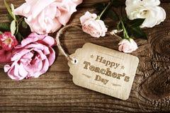 Carte heureuse de message de jour de professeurs avec de petites roses Photo libre de droits