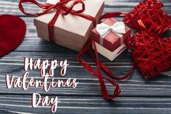Carte heureuse de signe des textes de jour de valentines présent rouge élégant a de métier Images stock