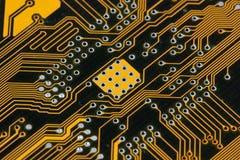 Carte PCB noire et jaune de circuit de carte mère Photographie stock