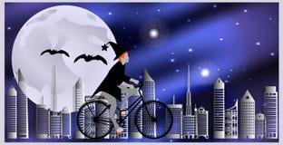 Carte per Halloween La strega che guida una bicicletta, seguita dalla volata batte sorvolare la città su una notte illuminata dal Fotografie Stock