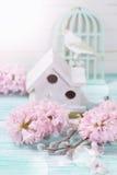 Carte postale avec des fleurs de jacinthes Images stock