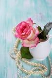 Carte postale avec la fleur élégante Images libres de droits