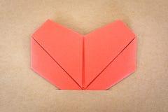 Carte postale de jour de valentines, coeur rouge de papier Photographie stock