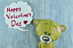Carte postale de jour de valentines Le nounours concernent le fond en bois Photos libres de droits