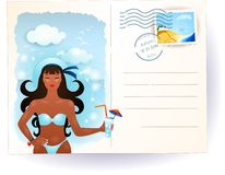 Carte postale de mer avec la fille attirante Images stock