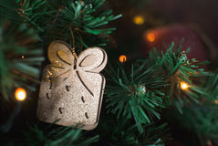Carte postale de Noël avec le cadeau Photographie stock