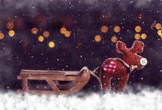 Carte postale de Noël Cerfs communs avec le traîneau vide Photographie stock