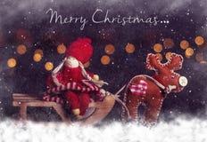 Carte postale de Noël Fille sur le traîneau avec des cerfs communs Photo stock