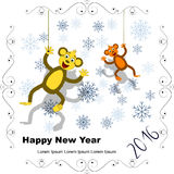 Carte postale de nouvelle année avec deux singes et flocons de neige en franc à jour Images stock
