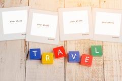 Carte postale de voyage autour avec les blocs de mot colorés image libre de droits