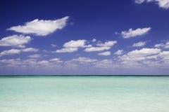 Carte postale des Caraïbes de l'eau bleue images stock