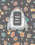 Carte postale puérile tirée par la main avec le vaisseau spatial dans l'espace Photographie stock libre de droits