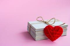 Carte postale vide, postcrossing, lettre d'amour rouge de coeur Image libre de droits