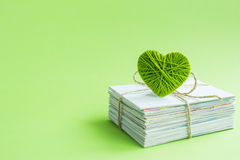 Carte postale vide, postcrossing, lettre d'amour verte de coeur Images libres de droits