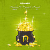Carte pour le jour de St Patricks avec le texte et le pot avec les pièces de monnaie d'or Photo stock