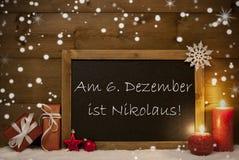 Carte, tableau noir, flocons de neige, moyen Nicholas Day de Nikolaustag Images libres de droits