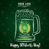 Carte verte pour le jour du ` s de St Patrick avec la tasse, le fer à cheval et le s de bière Photographie stock libre de droits