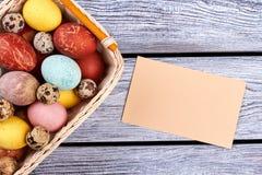 Carte vierge et panier de Pâques Photos libres de droits