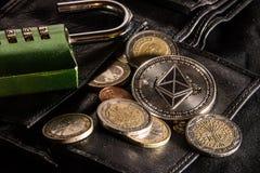 Carteira aberta do ethereum e do euro fotos de stock