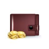 Carteira de couro com as moedas douradas no branco Foto de Stock