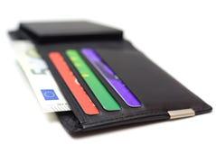 Carteira de couro preta com cartões e dinheiro de crédito Foto de Stock Royalty Free