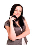 Carteira de sorriso da terra arrendada da mulher sobre o branco Fotos de Stock Royalty Free