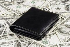 Carteira no fundo dos dólares Foto de Stock