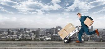 Carteiro running da entrega. Imagens de Stock