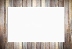Cartel blanco en blanco en fondo de madera de la pared del vintage Foto de archivo libre de regalías