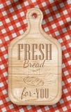 Cartel con el tablero de madera del lihgt del corte del pan que pone letras al pan fresco para usted. Imagen de archivo libre de regalías