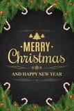Cartel de la Navidad Árbol de navidad, bayas de la nieve Feliz Año Nuevo Piruletas del azúcar Texto del oro en un fondo oscuro co Fotos de archivo libres de regalías