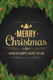 Cartel de la Navidad Árbol de navidad, bayas de la nieve Feliz Año Nuevo Texto del oro en un fondo oscuro con un modelo de Imagenes de archivo