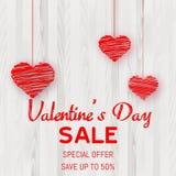 Cartel de la venta del día de tarjeta del día de San Valentín con los corazones rojos en textura de madera Vector ilustración del vector
