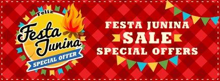 Cartel de la venta del junina de Festa Fondo hermoso del vector con los fuegos artificiales y con una guirnalda de banderas y el  Imagen de archivo