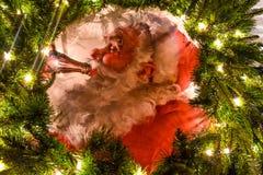 Cartel de Papá Noel del vintage con las decoraciones de los días de fiesta en Seaworld en el área internacional 2 de la impulsión foto de archivo
