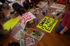 Cartel del antirracismo en respuesta a racismo en la universidad de Oberlin Fotos de archivo libres de regalías