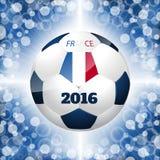 Cartel del balón de fútbol con el fondo azul y la bandera francesa Fotos de archivo