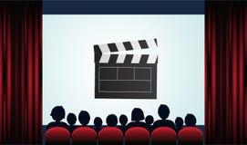 Cartel del cine con la audiencia, la pantalla y las cortinas rojas Vector la enfermedad Imágenes de archivo libres de regalías
