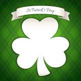 Cartel del día del St Patricks con el trébol de papel libre illustration