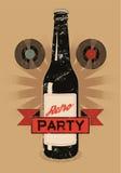 Cartel del estilo del grunge del vintage para el partido retro con una botella de cerveza Ilustración del vector Imagenes de archivo