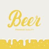 Cartel del festival de la cerveza Fondo de la cerveza de cerveza dorada Foto de archivo libre de regalías