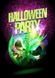 Cartel del partido de Halloween con la quema de la bola de discoteca fantasmagórica Imagen de archivo libre de regalías