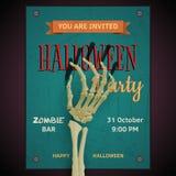 Cartel del partido de Halloween del vector con el brazo del zombi del hombre muerto en inv Foto de archivo libre de regalías