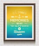 Cartel del vintage con cita de las vacaciones de verano Imágenes de archivo libres de regalías