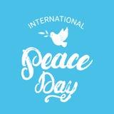 Cartel escrito mano internacional de las letras de la caligrafía del día de la paz Foto de archivo libre de regalías