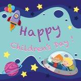 Cartel feliz del día del ` s de los niños con los niños en nave espacial ilustración del vector