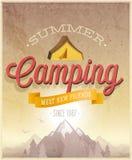 Cartel que acampa del verano Imagenes de archivo