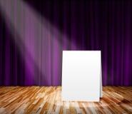 Cartel que se coloca en la etapa para el mensaje de información Imagen de archivo