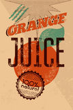 Cartel retro tipográfico del zumo de naranja del grunge con el sello de goma del grunge para el producto natural del 100% Ilustra Fotos de archivo libres de regalías