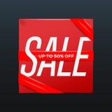 Cartel rojo de la venta con la cinta el hasta 50 por ciento apagado en la caja Imagen de archivo